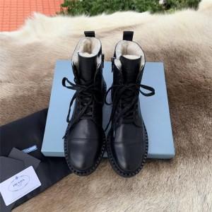 prada中文官网普拉达正品女靴保暖羊毛亮面皮革系带短靴马丁靴