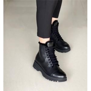 prada香港官网价格普拉达代购女靴加绒保暖军旅风皮革切尔西短靴