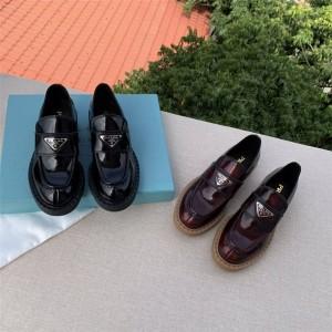 prada英国官网普拉达正品女士三角标亮面皮革乐福鞋2DE127