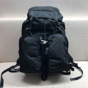 prada男士包普拉达香港官网双肩包尼龙拼皮旅行背包2VZ019