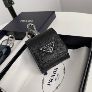 prada美国官网普拉达原单新款Saffiano 皮革挂饰耳机包2TT106