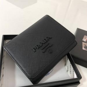 prada美国官网普拉达86代购新款同色黑散标女士短款三折钱包1MO176