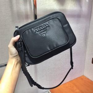prada美国官网普拉达代购新款尼龙编织绳相机包1BZ017