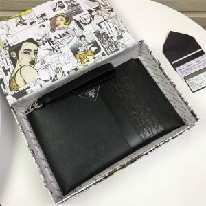 prada中文官网普拉达鳄鱼纹拼接Saffiano 皮革手拿包2NH005